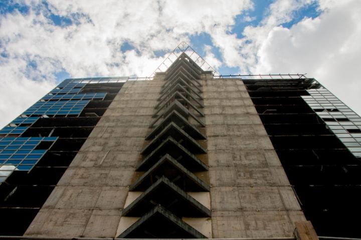 La Torre de David tiene 47 pisos, de los cuales sólo 27 se llegaron a habitar