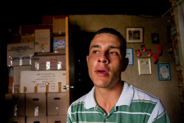 Roger tiene una hija y una esposa que recibirán una vivienda en la Ciudad Zamora